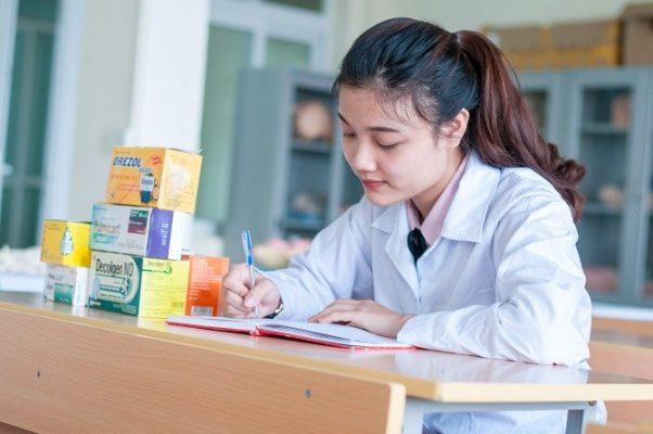 tiêu chí chọn trường cao đẳng dược